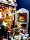 Auslagendeko einer (anderen) Parfumerie