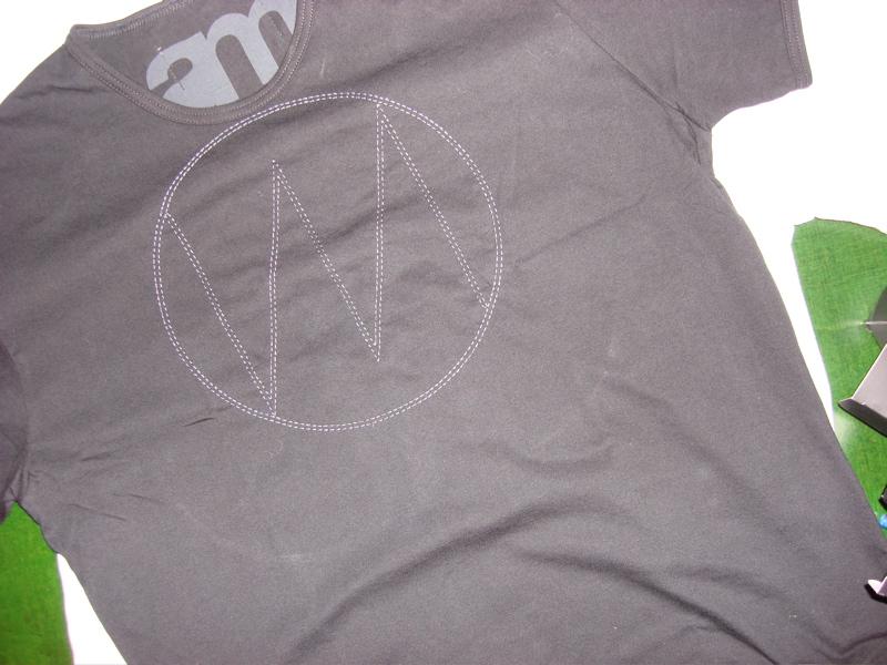 Shirt mit gesticktem Logo von Wilfried Mayer