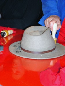 Stempelaktion mit Hut