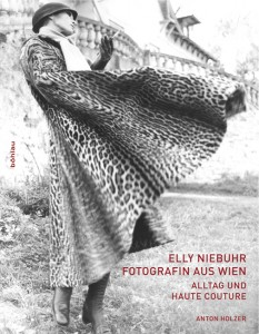 Buchcover: Elly Niebuhr, Fotografin aus Wien, Alltag und Haute Couture, Böhlau Verlag Wien