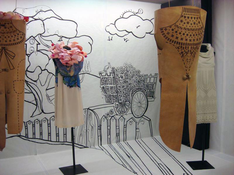 Karisia Paponi, Installation
